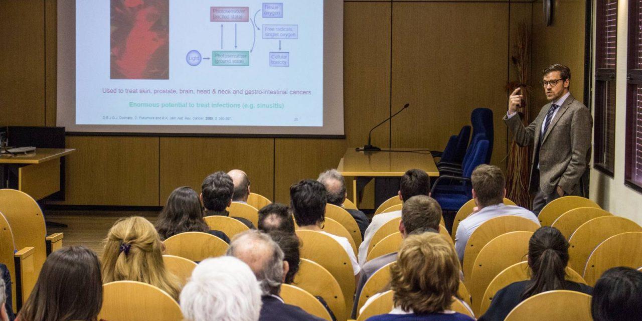 Compuestos metálicos aplicados a la medicina   Entrevista a Gilles Gasser